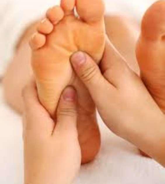 Masajes en pies. reflexología